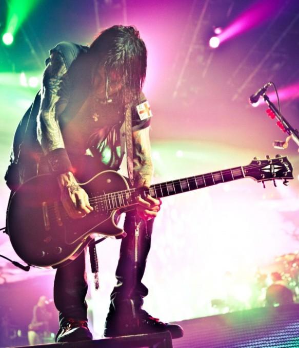 [Articulo] Guns N' Roses: Los otros miembros Richard-fortus-17