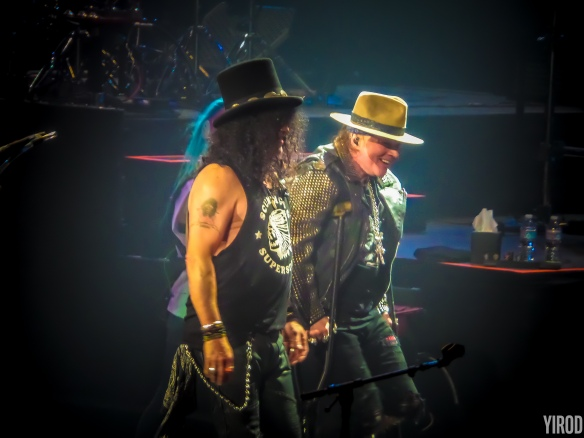 Slash y Axl sonriendo