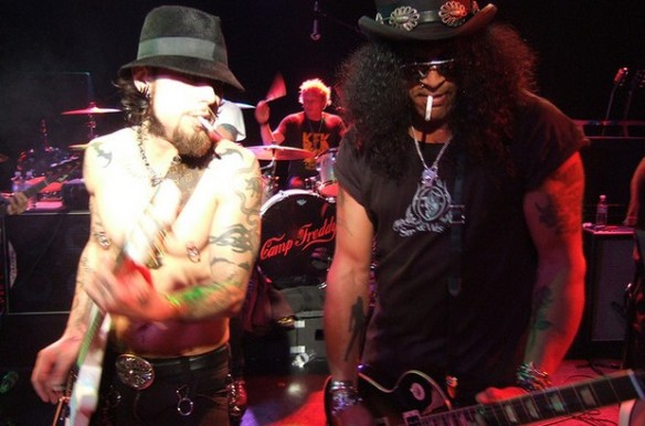 Dave y Slash en la banda Camp Freddy